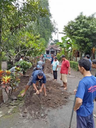 Kerja Bhakti Membangun Drainase di Dusun Jejeran I