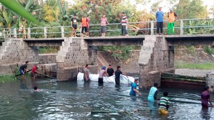 Kerja Bhakti Bendung Dam Ketonggo