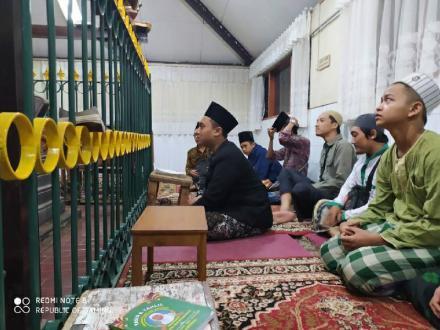 Ziaroh Pondok Pesantren Al-Husain Jejeran I
