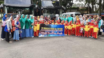 Siswa Siswi  TK Masyithoh Al Futuh Pandes II Antusias Rekreasi di Taman Kyai Langgeng